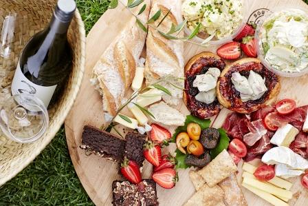Spier is surrounded by open spaces ideal for walks or picnics. Guests can select from four different picnic hamper options (including gluten-free and vegetarian) made with local, natural and organic produce wherever possible
